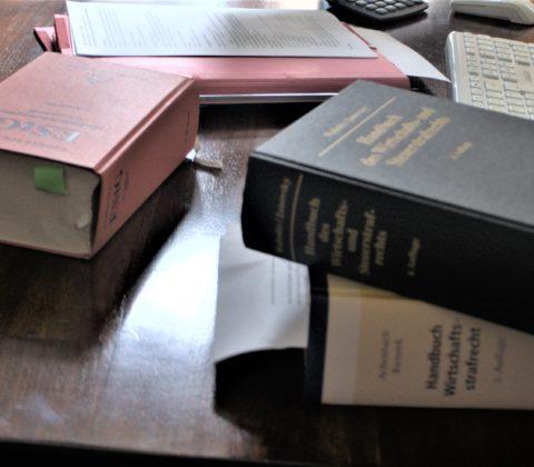Bücher 2 scaled